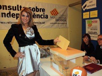 Lapiedra, com a activista en la consulta sobre la independència a Mollerussa.