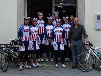 L'equip femení dels Estats Units, ahir a Torroella de Montgrí, amb Manel Lacambra (esquerre) i David Payet (dreta).
