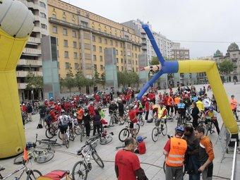 La sortida i arribada es van fer des de la plaça Llibertat de Reus. J. C. LEÓN