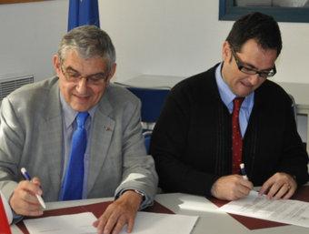 El moment de la signatura del protocol de col·laboració.  D. P