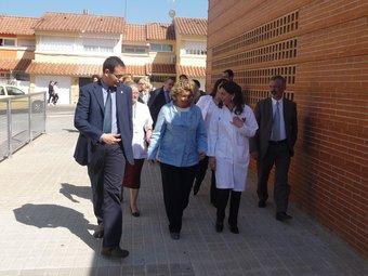 Marina Geli i Ignasi Giménez, visitant la zona d'ampliació del CAP.  M.C.B