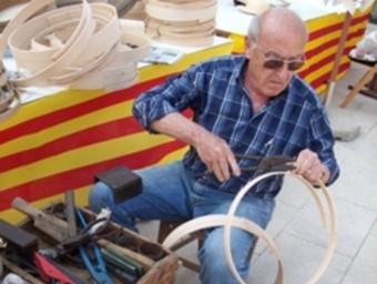Amb la seva habilitat, els artesans mantenen vius antics oficis.  SORTIM
