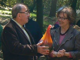 L'entrega del trofeu en l'acte que es va fer a Vilallonga dels Monts.  ALBERA VIVA