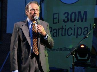 Justo Molinero, tancant divendres la campanya de la consulta popular de Sabadell.  E.A