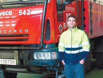 Fabián García Manzanero, amb el camió. CEDIDA