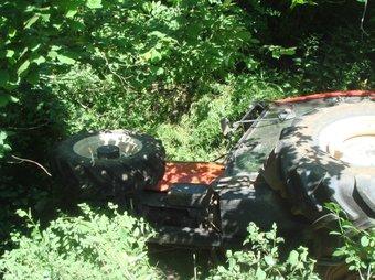 El tractor va quedar enmig de les bardisses TURA SOLER