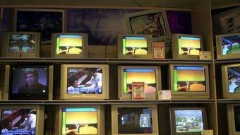 La televisió s'ha convertit en l'aparador de la brillantor més banal i frívola.  QUIM PUIG