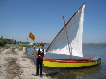 L'any passat el congrés dels Focs de Sant Joan va tenir lloc a Salses i la flama del Canigó va arribar en barca per l'estany. ARXIU