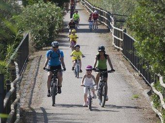 Ahir es va fer el tram entre Tortosa i Xerta en el marc del Dia de les vies verdes TJERK VAN DER MEULEN
