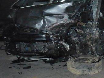 L'estat en què va quedar un dels vehicles que es va veure implicats en l'accident de trànsit mortal de Sant Feliu de Pallerols. JORDI CASAS