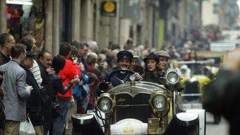 El ral·li de Sitges rememora els cotxes antics que circulaven per carreteres construïdes al segle XIX