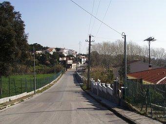 Un dels carrers de la urbanització Ciutat Jardí de Palafolls. T.M