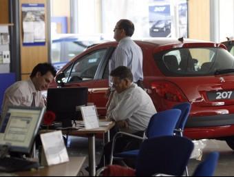 Els venedors de cotxes esperen poder tenir la llei aquest any.  ARXIU