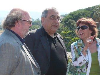 Nadal, al centre, entre els alcaldes de Calonge i Platja dAro, Jordi Soler i Dolors Padilla, respectivament. A.V