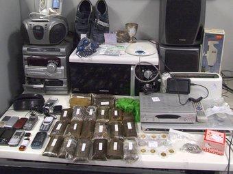 Part del material confiscat als lladres dels robatoris en cases de les urbanitzacions de Roses.