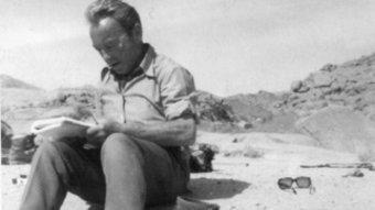 Pere Duran Farell al desert de Namíbia el 1987 LLIBRE QUÈ PENSA PERE D. F. ED. PROA
