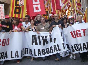 Manifestació a Tarragona contra la reforma laboral.  JUDIT FERNÀNDEZ
