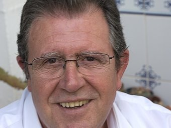 Cesar Salvo al pati de sa casa a Villar. / CEDIDA