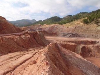La pedrera del Pinell que es vol reomplir amb bales de residus urbans. EL PUNT
