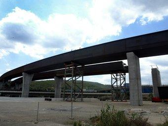 El pont d'enllaç amb l'AP-7 a Castellbisbal està molt avançat, però de moment, continuarà oferint aquest aspecte JUANMA RAMOS