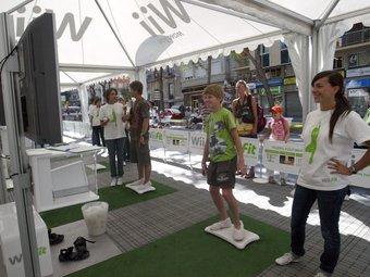 Wii Fit Tour '08 a la Rambla Nova de Tarragona.  ARXIU