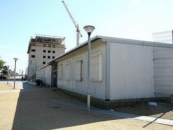 Els mòduls de Salt on s'obrirà el nou centre educatiu. MANEL LLADÓ