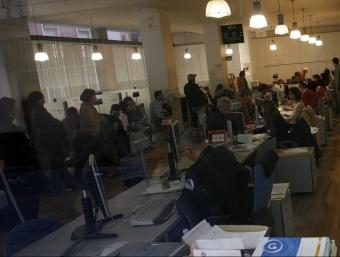 Interior d'una Oficina del Servef. ARXIU