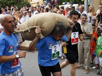 En aquesta edició les noies també tindran l'oportunitat de córrer carregades amb mig sac d'avellanes. TJERK VAN DER MEULEN