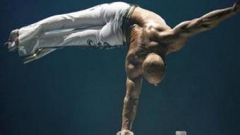 El verticalista búgar Encho Keryazov, actual estrella al circ Roncalli ENTE MANIFESTAZIONI PESCARESI