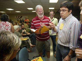 Pereira , expresident d'ERC al Camp, exreagrupat i ara de Solidaritat –el segon per la dreta al costat de Sandra Lomas, que es manté a Reagrupament–. J.F