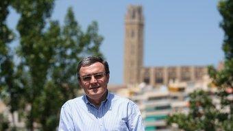L'alcalde de Lleida, Àngel Ros, amb la Seu Vella al fons, creu que el PSC ha de prioritzar un projecte propi per Catalunya. O.DURAN