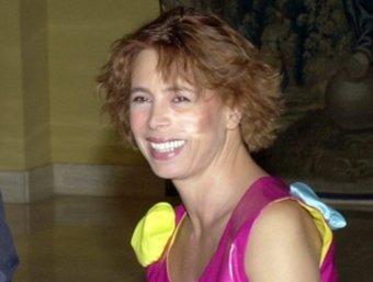 La dissenyadora en una imatge d'arxiu junt amb José Maria Aznar. EFE