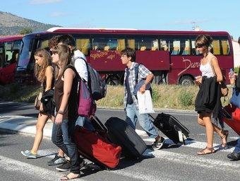 Arribada, ahir al matí, a Prada d'alumnes que assistiran a la Universitat Catalana d'Estiu UCE