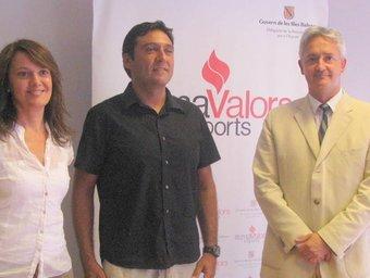 La presidenta de l'IME; Jose Manuel López, triatleta i Diego González, delegat de la Presidència per a l'Esport