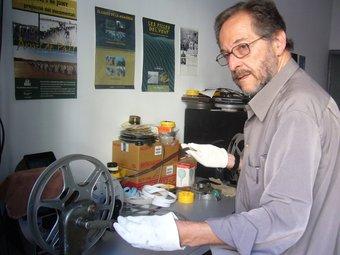 Antoni Martí, treballant al seu laboratori. JOSEP BOFILL BLANC