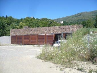 Una vista exterior del nou centre d'interpretació del bosc i de la natura de Planoles. J.C
