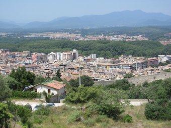 Vista de la ciutat de Girona, amb la Devesa. DANI VILÀ