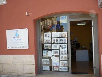 Els agents immobiliaris hauran d'acreditar una formació adient per desenvolupar la seva activitat.  ARXIU