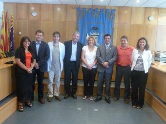Els representants dels vuit municipis implicats, després de reunir-se ahir M.C.B