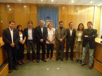 Els representants dels municipis afectats juntament amb Joan Soler, de Pimec al Baix Llobregat M.C.B