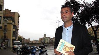 El candidat de CiU al parlament per la demarcació de Girona, Santi Vila, a la plaça Catalunya de Girona J.N