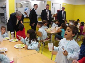 El conseller d'Educació, Ernest Maragall ,va inaugurar l'escola Tarragona i va visitar l'institut Vidal i Barraquer i la llar d'infants Cèsar August . EL PUNT