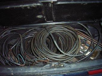 El coure que els Mossos van trobar al cotxe en què anaven els dos detinguts a Platja d'Aro. EL PUNT