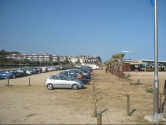 Imatge del tram de la tercera platja d'Arenys on encara es pot deixar el cotxe. E.F