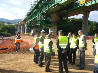 Les obres de desdoblament del viaducte de Sant Sadurní d'Osormort, durant la visita del conseller Nadal. O.M