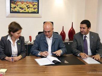 El conveni de col·laboració es va signar ahir a la Canonja. ALBERICH FOTÒGRAFS
