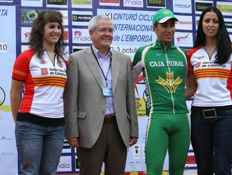 José Herrada, guanyador l'any passat, amb Lluís Barba i les hostesses MANEL LLADÓ