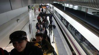 Arribada d'un tren de gran velocitat a l'Estació de Sants de Barcelona.  ARXIU