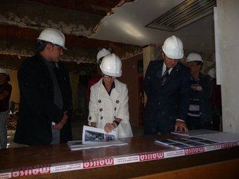 Mar Serna i Manuel Bustos ahir, durant la visita d'obres a l'antic edifici de la Cambra de Comerç de Sabadell. C.A.F