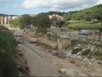 Imatge de la riera a l'entrada d'Arenys de Munt on acostuma a trencar-se el col·lector d'aigües fecals. E.F